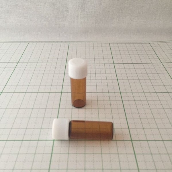 画像1: スクリュー菅ガラス容器 遮光ビン アンバー 2ml (1)